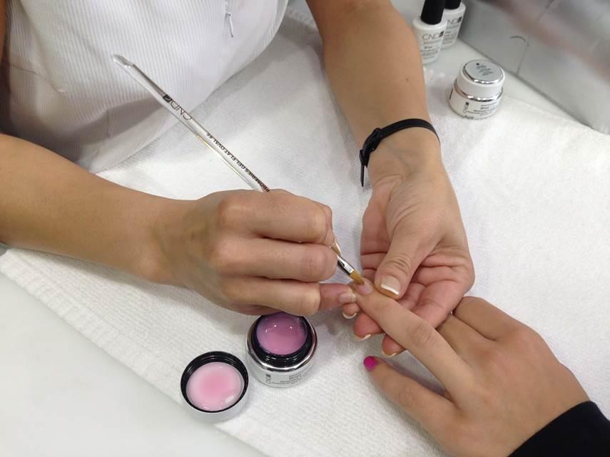 Cursos de uñas de gel: materiales que necesitas para hacer unas uñas de encanto